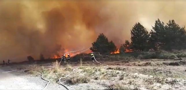 Pożar poligonu. Pali się 40 hektarów terenu