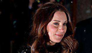 Księżna Kate cała w kwiatach. Jej ciążowy brzuszek jest już bardzo duży