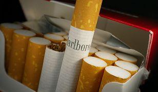 Coraz mniej Polaków pali papierosy