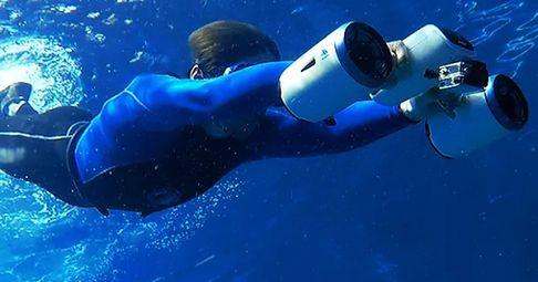 Najmniejszy podwodny skuter na świecie. Pozwoli nie tylko nurkować, ale i nagrywać swoje przygody