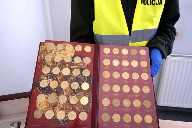 Śląskie. 21-letniego mężczyzna skradł zegarki i monety o wartości blisko 58 tysięcy zł.