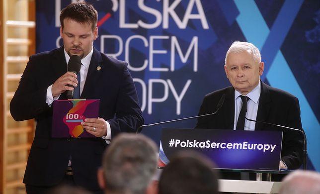 """Jarosław Kaczyński twierdzi, że ma """"dowód na manipulacje PO"""". Nie chce jednak o nim mówić przed kamerami."""