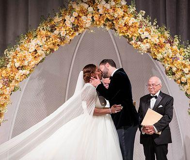 Ślub jak z bajki! Dwie sukienki, plejada gwiazd wśród gości. Ten wieczór zapamięta do końca życia