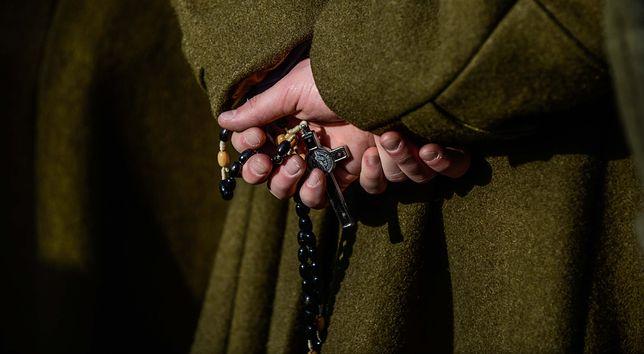 Kapelani w skarbówce zarabiają ok. 4,7 tys. zł miesięcznie