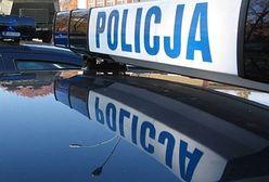 Wypadek na A2: Bus wbił się w naczepę ciężarówki. Dwie osoby uwięzione