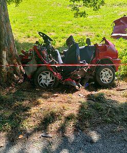 Koszmarny wypadek. Strażacy ratowali swojego kolegę. Z samochodu nic nie zostało
