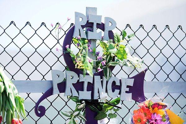 Watykański dziennik o Prince'u: chwała mu za to