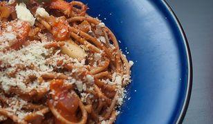 Dietetyczne obiady można przygotowywać z makaronu razowego.