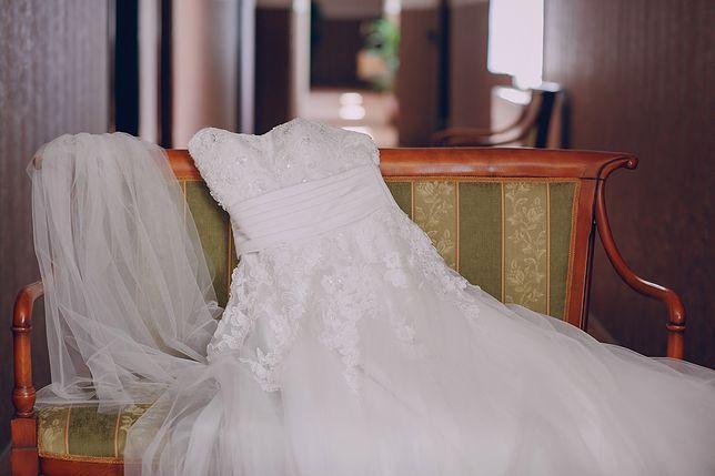 Panna młoda kupiła suknię ślubną za bezcen