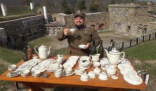 Jakub Kasiński, który jako pierwszy postanowił poczuć smak kawy z zabytkowej porcelany