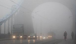 Mgła spowodowała wiele utrudnień na polskich drogach i lotniskach.