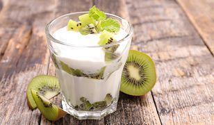 Jogurt naturalny jest idealnym produktem na przekąskę.