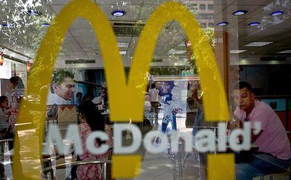 Ile płacą w McDonald's, ile w KFC? W którym fast foodzie najlepiej jest pracować?