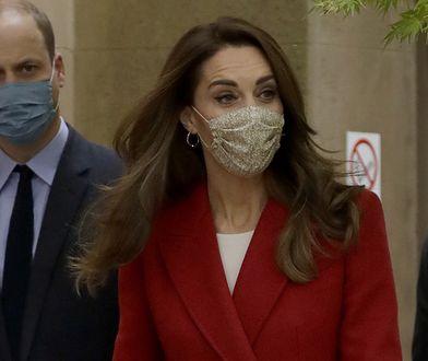 Księżna Cambridge wygląda świetnie nawet w długim płaszczu i maseczce na twarzy.