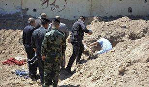 Irak: Odkryto groby ofiar terrorystów Państwa Islamskiego