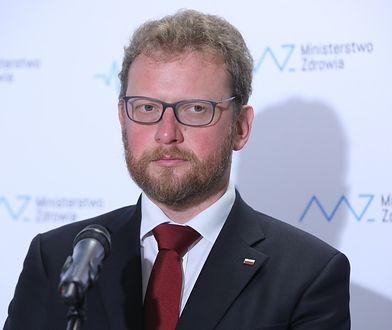 Minister Łukasz Szumowski zapowiada skrócenie kolejek do lekarzy.