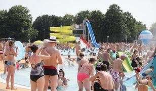 Warszawski park Moczydło - znajduje się tu największa w Polsce zewnętrzna niecka basenowa.
