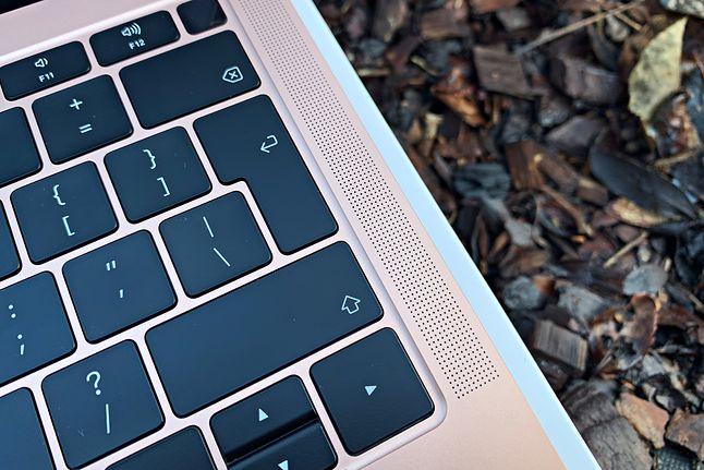 Nowe głośniki zapewniają lepszą jakość dźwięku. Apple podaje, że są o 25 proc. głośniejsze względem poprzedniej generacji.