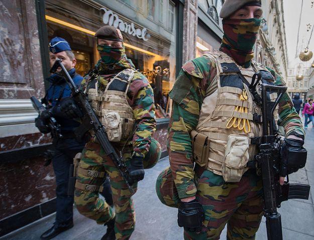 Policja i wojsko patrolują ulice Brukseli. Po atakach w Paryżu także w Belgii wzrósł alert zagrożenia