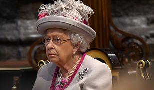 Królowa Elżbieta ma na kwarantannie do dyspozycji 22 pracowników. Nie mogą opuszczać zamku