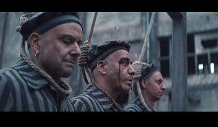 Muzycy Rammstein występują jako więźniowie obozowi przed egzekucją