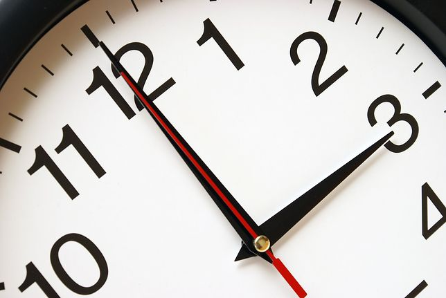 Zmiana czasu 2020 na letni. Kiedy i w którą stronę przestawiamy zegarki? Sprawdź