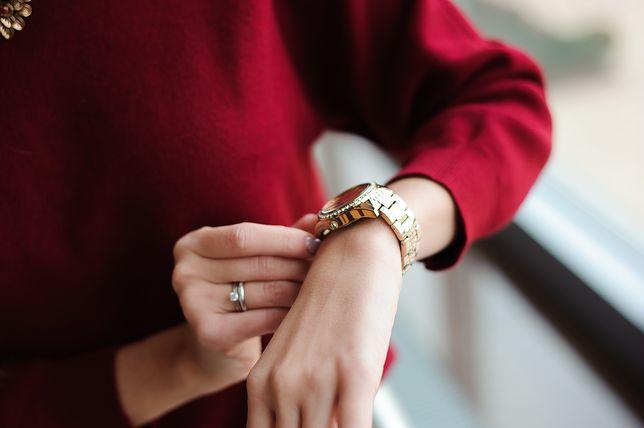 Zegarki na bransolecie wyjątkowo pasują do eleganckich kreacji