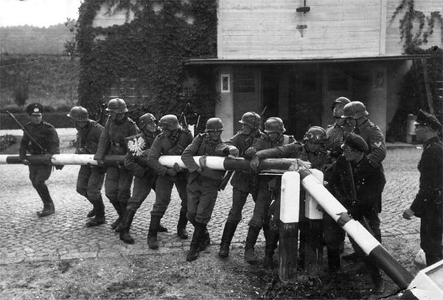 Wojska Niemieckie przekraczają granicę z Polską 1 września 1939 r.