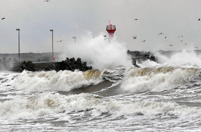 Sztorm szaleje nad Bałtykiem. Wydano ostrzeżenia