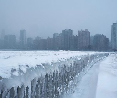 Wir polarny nad USA. Chicago wygląda jak gigantyczny plan filmowy