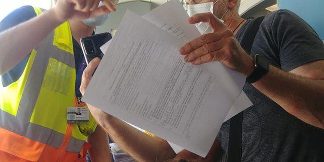 Zamieszanie z formularzami na pokładzie samolotu