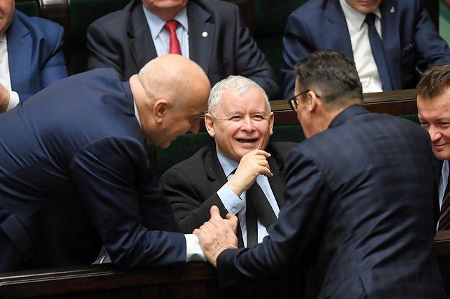 Sejm. Jarosław Kaczyński z politykami PiS