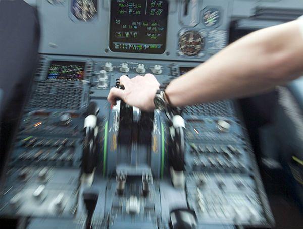 Pilot holenderskich linii Transavia nie mógł wrócić do kokpitu, bo jego kolega zasnął