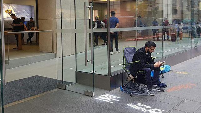 Apple jeszcze nie pokazało nowego iPhone, a on już czeka w kolejce pod sklepem