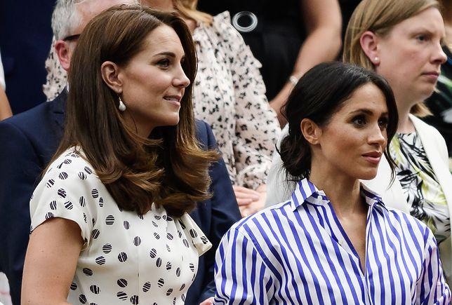 Księżna Kate i księżna Meghan noszą torebki w ten sam sposób. Diana też tak robiła