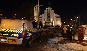 Warszawa. Mężczyzna zatrzasnął się w kościelnej toalecie na Gocławiu
