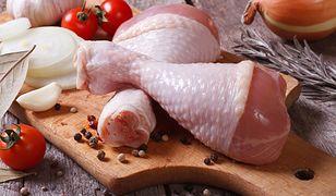Mięso zakupione w jednym z supermarketów w województwie małopolskim świeciło w ciemności.