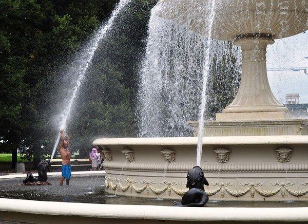 ZOM ostrzega: pamiętaj, fontanna to nie basen!