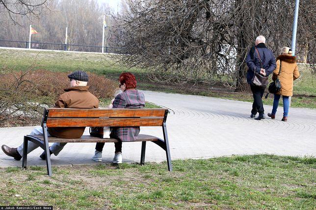 Koronawirus w Polsce, a Polacy na spacerach. Ekspert ostrzega