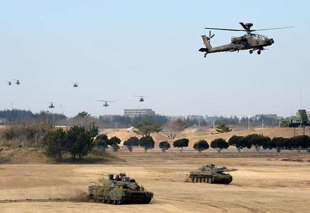 Rośnie napięcie, żołnierze szykują się na wojnę - zdjęcia