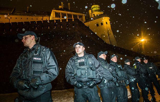 Śledztwo ws. uniemożliwiania politykom PiS wjazdu na Wawel. Oskarżą demonstrantów o znieważenie Terleckiego i Kaczyńskiego?