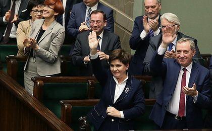 """Polska świętuje razem z PiS. """"Jak dają, to się bierze, jak biją, to się ucieka"""" [FELIETON]"""