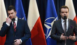 Bartłomiej Misiewicz i rzecznik rządu Rafał Bochenek