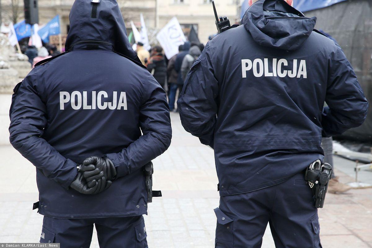Policjanci z Gdańska zatrzymani. Nieoficjalnie: za znęcanie się nad bezdomnym