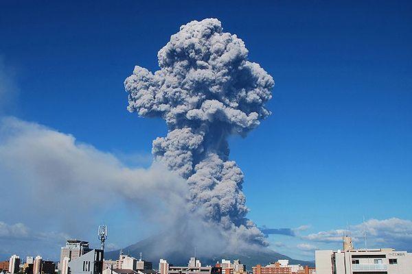 Erupcja wulkanu w Japonii - ofiara śmiertelna, kilkadziesiąt osób rannych