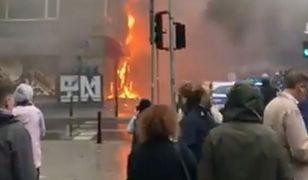Pożar wybuchł w sklepie na rogu ul. Świętokrzyskiej i Wallenberga w Warszawie