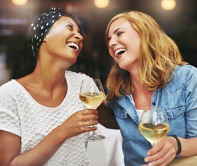 Picie wina ma kolejną zaskakującą zaletę. Wpływa na nasz intelekt