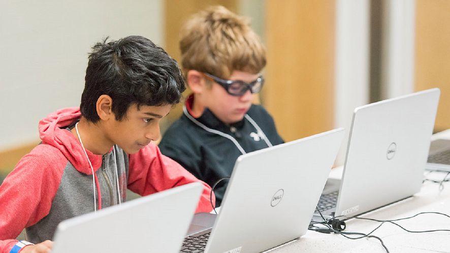 KPRM apeluje do rodziców, aby rozmawiali z dziećmi na temat bezpieczeństwa w sieci