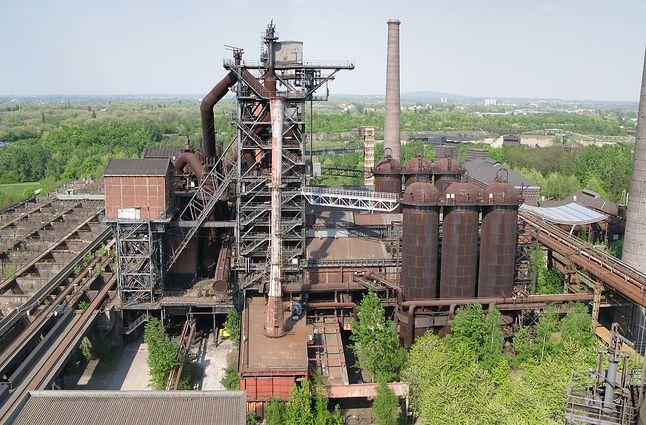 Wielki piec w hucie stali (źródło: Wikimedia)