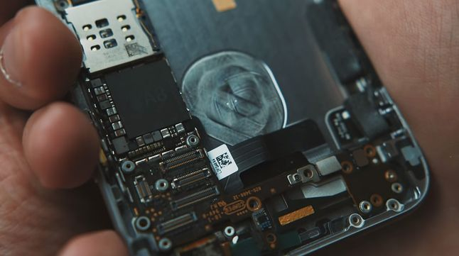 Dwurdzeniowy, 64-bitowy A8: serce iPhone'a 6